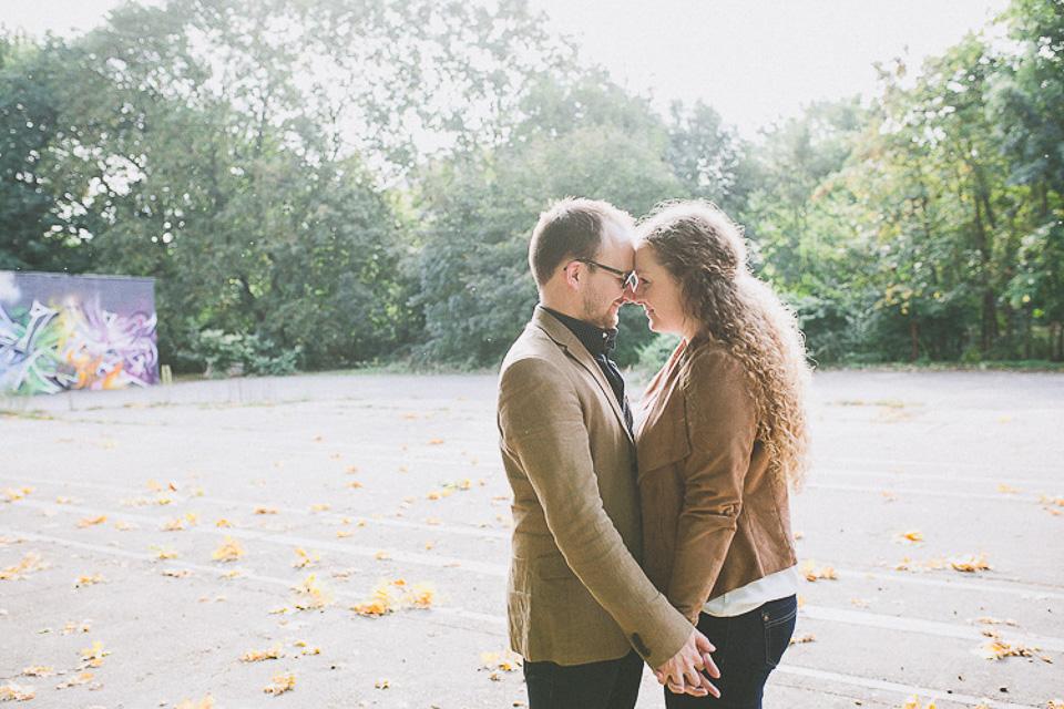 01-QQ0B3781 Nicole & Ralf -  ein herbstliches  Verlobungsshooting in der Schönherrfabrik verlobungsshooting